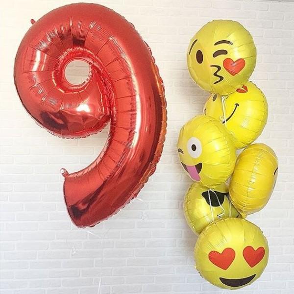 Композиция из воздушных шариков  День Рождения смайлы