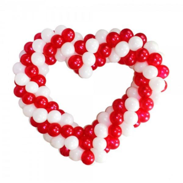 Фигура из воздушных шариков Плетенное сердце