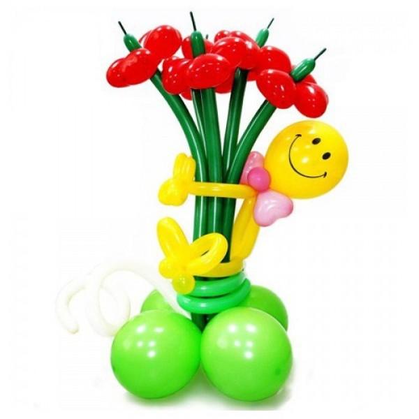 Фигура из воздушных шариков Мальчик с букетом
